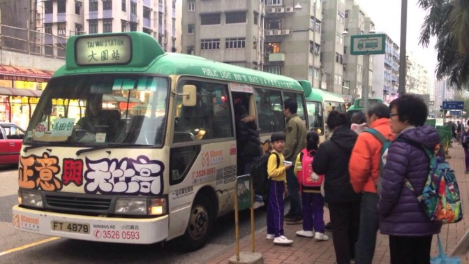 Auntie's Head Mistakenly Grabbed on Hong Kong Minibus